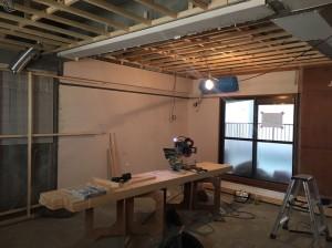 天井に梁が作られました。